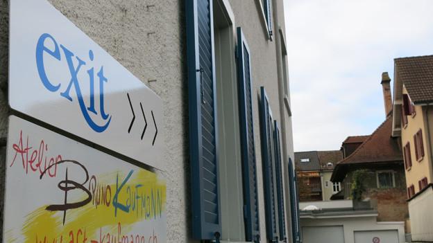 Exit Logo am Exit Gebäude in Binningen