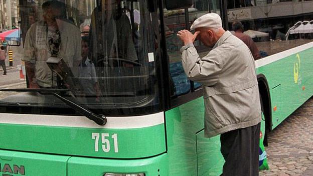 Man schaut in die Führerkabine eines BVB Buses
