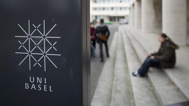 Treppe vor der Uni Basel