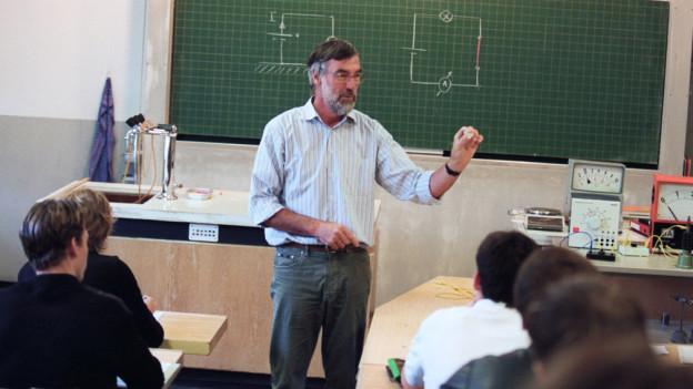 Lehrer in Schulkalsse