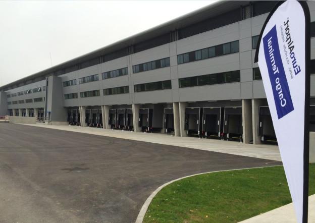 Fassade des neuen Frachtterminals
