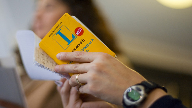 In Basel sollen alle Migrantinnen und Migranten gratis Deutsch lernen.