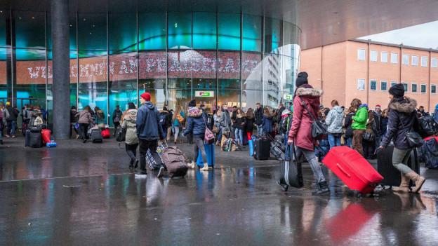 Gläubige Jugendliche strömen in Scharen nach Basel