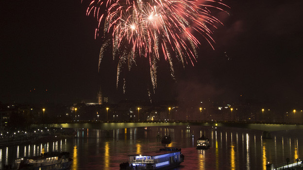 Feuerwerk am Rhein - eine lange Tradition in Basel