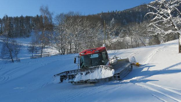 Viel Schnee und Arbeit für den Pistenbully