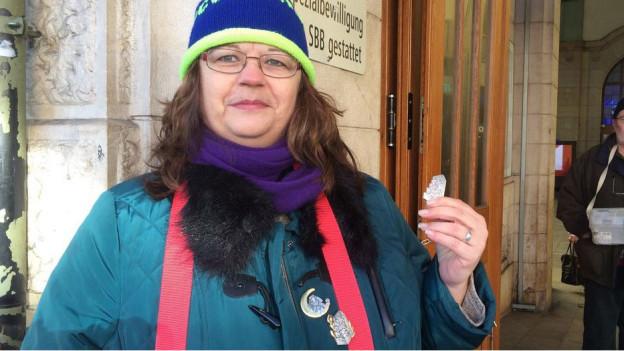 Brigitta Kramer darf die Blaggedde nicht mehr lautstark im Bahnhof anpreisen.