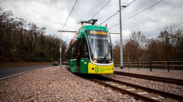 Unterwegs nach Weil am Rhein: das Basler 8er-Tram.