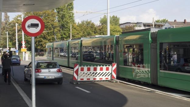 Das 8er-Tram beim Überqueren der Grenze.