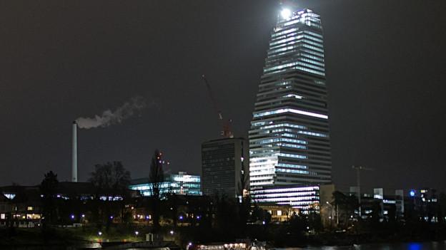Der Roche-Turm bei Nacht