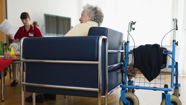 Auch bedürftige Senioren sollen in Basel zur Kasse gebeten werden