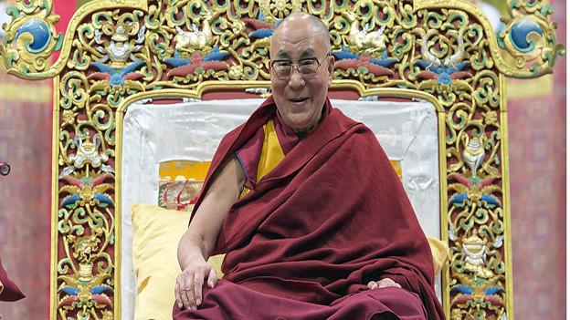 Der Dalai Lama in der St.Jakobshalle in Basel.