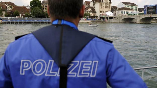 Basler Polizisten protestieren gegen Kürzung der Zulagen