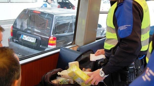 Grenz-Kontrolle im Tram