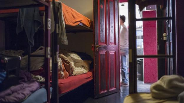 Betten in einer Notschlafstelle