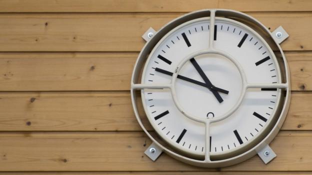 Turnhallen-Uhr
