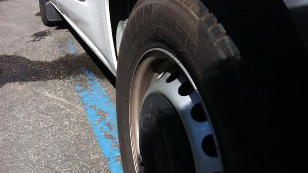 In Basel gibts bald keine blauen Parkplätze mehr.