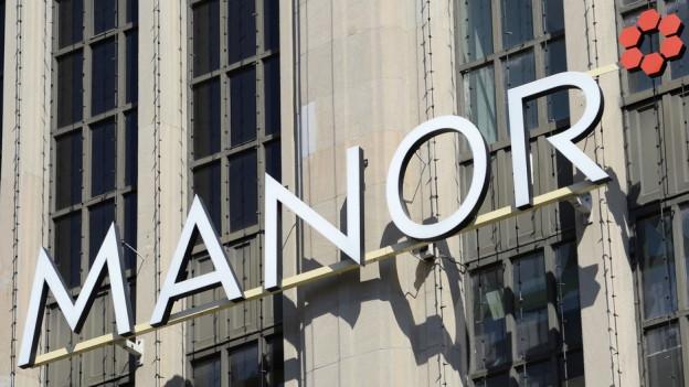 Manor Logo an Fassade