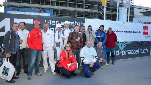 Gipser und Gewerkschafter auf der Baustelle.