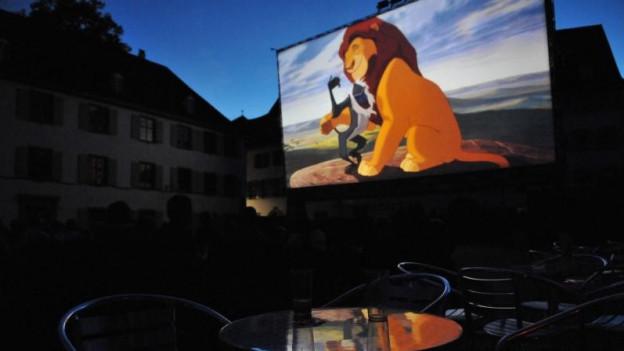 Leinwand am Open Air Kino auf dem Münsterplatz