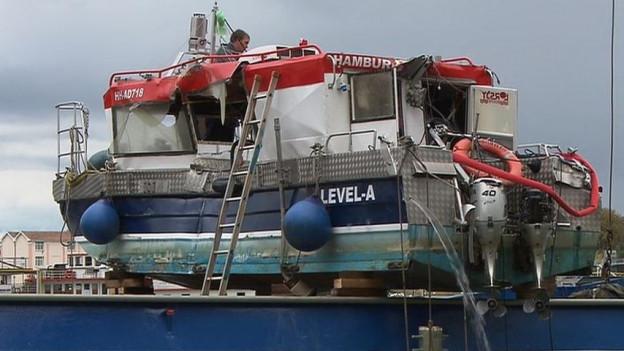 Das beschädigte Boot.