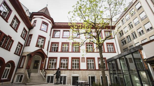 Stadtbibliothek im neuen Schmiedenhof