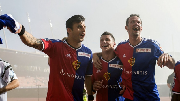 Die Basler freuen sich über den Sieg in Zürich.