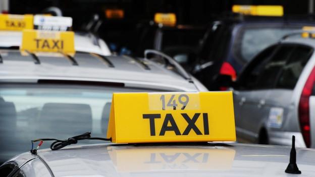Parlament beschäftgt sich mit Taxifahren