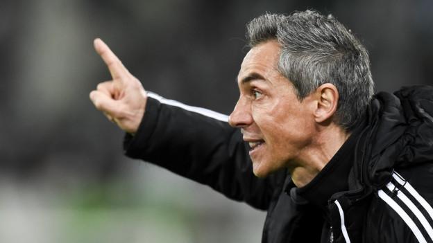 Paulo Sousa hält den Zeigefinger hoch