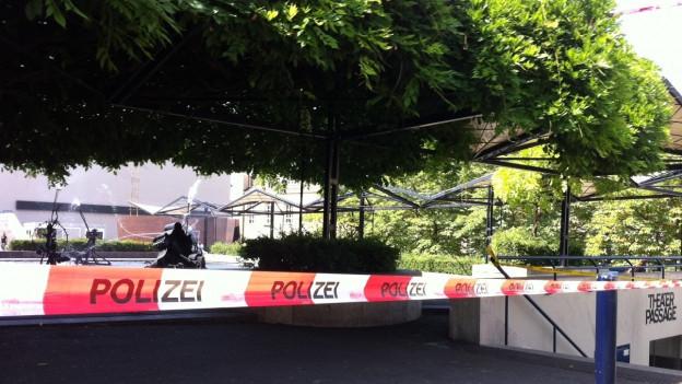 Absperrungen in der Basler Innestadt wegen einer Bombendrohung.