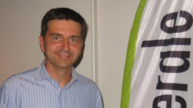 David Wüest vor GLP-Banner