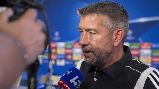 FCB-Trainer Urs Fischer glaubt trotz des 2:2 im Hinspiel ans Weiterkommen.