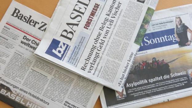 Verschiedene Zeitungen aus der Region Basel