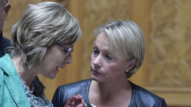 Elisabeht Schneider Schneider und Maya Graf im Parlament