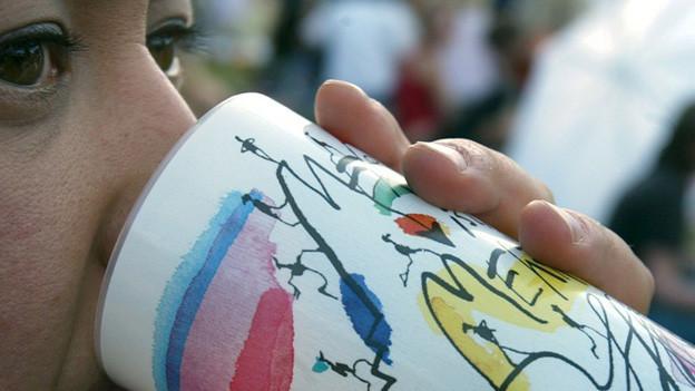 Der Mehrwegbecher kommt an der Basler Herbstmesse zum Einsatz