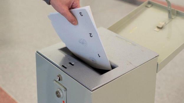 Bevölkerung erhält Wahlzettel nicht für die Urne, aber für den Abfall