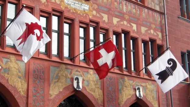 Flaggen am Basler Rathaus