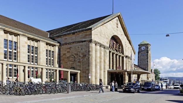 Blick von vorne auf den Badischen Bahnhof.