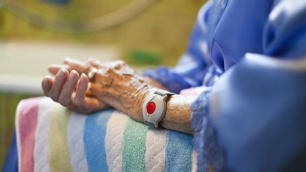 Gemeinden bekommen Pflegekosten lange nict zurück