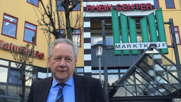 Manager Günther Merz vor dem Rheincenter