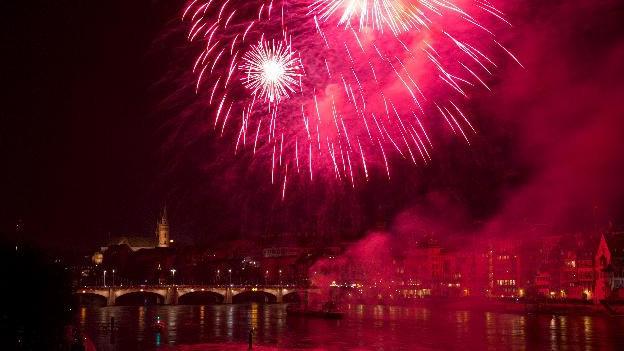 Feuerwerk über der Mittleren Brücke