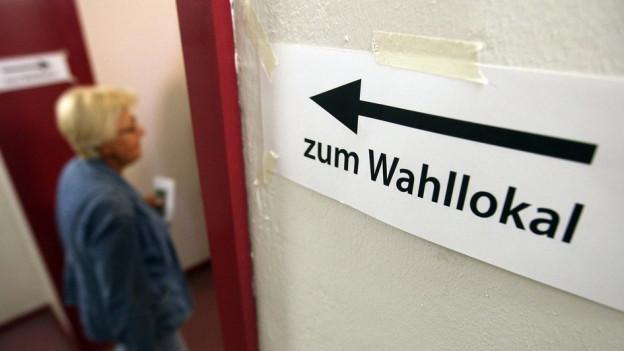 Schild «Wahllokal»