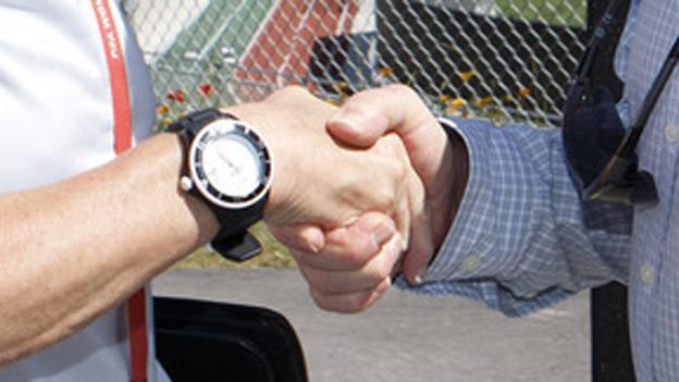 Diskussionen um Handshake in Therwil