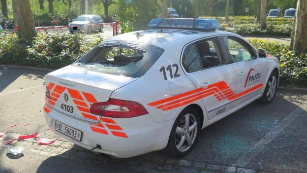 Auch Polizeifahrzeuge wurden bei den Randalen beschädigt
