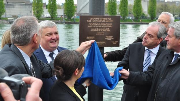 Vertreter aus dem Dreiland eröffnen den neuen Rheinuferweg