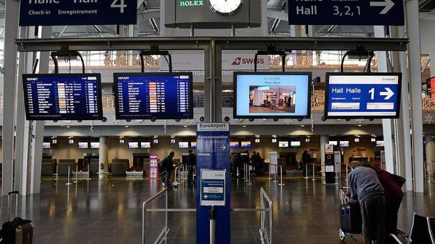 Blick auf die Abflughalle des EuroAirport.