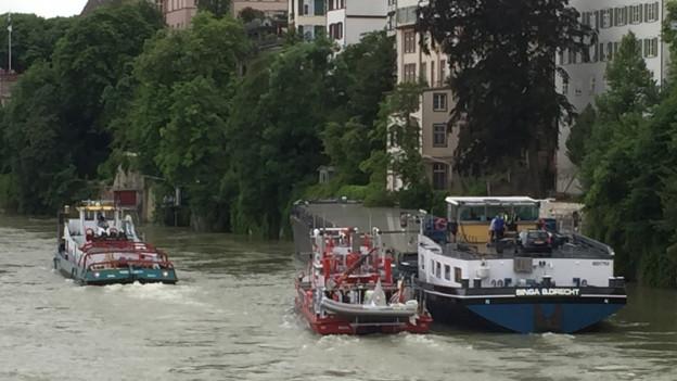 Der Frachter war am Grossbasler Ufer blockiert.