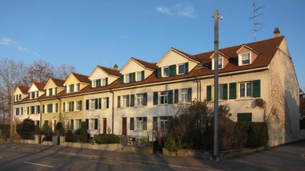 Blick auf Reiheneinfamilienhäuser.