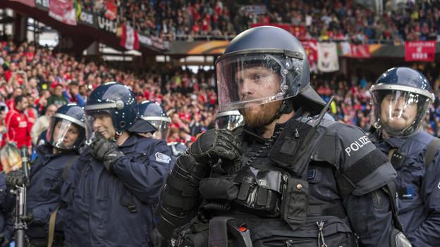 Basler Polizisten im Einsatz beim Europa League-Final