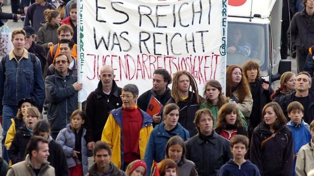Jugendliche demonstrieren gegen Arbeitslosigkeit