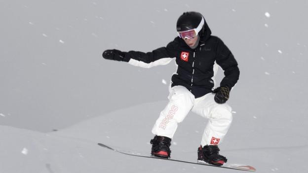 Snowboarderin Simona Meiler in Aktion an den olympischen Winterspielen in Sotchi.